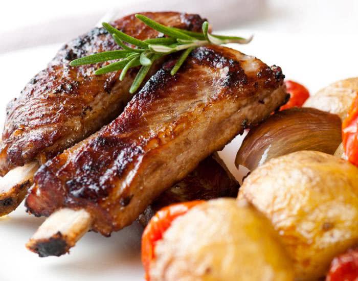Costillas de cerdo ahumadas con verduras al horno - mychef