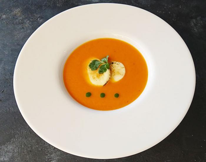 Sopa de tomate y mozarella  - mychef