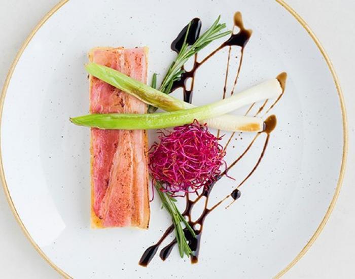 Pastel de patata y cebolla con emmental y panceta ibérica  - mychef