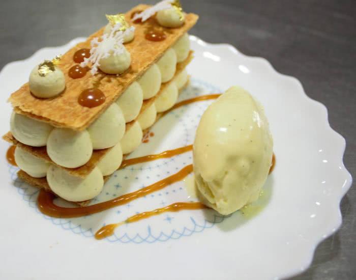 Milhojas tradición de crema catalana y helado de vainilla - mychef